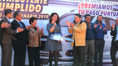 """Photo of Entrega alcalde  Raúl Camacho Baños, auto a ganadora del sorteo """"Contribuyente cumplido"""""""
