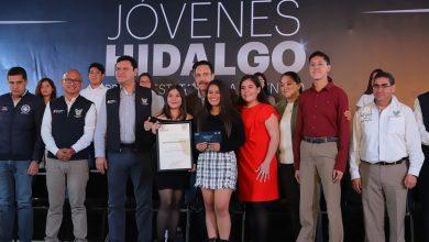 Photo of Gobernador de de Hidalgo entregó el Premio Estatal de la Juventud 2019