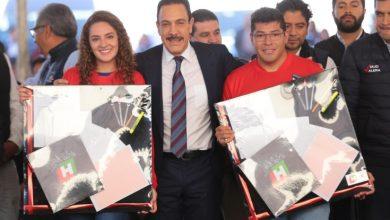 Photo of Entrega gobernador libros, aulas digitales y útiles a alumnos de instituciones   de educación media superior