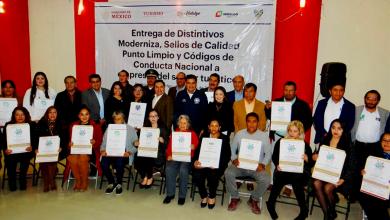 Photo of Entrega de distintivos de moderniza, punto limpio y códigos de conducta a empresas del sector turístico