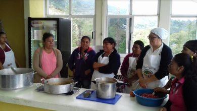 Photo of Imparten taller «Preparación de Alimentos» en Xochiatipan