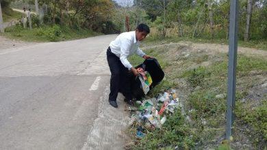 Photo of Realizan limpieza de vía principal en Xochiatipan