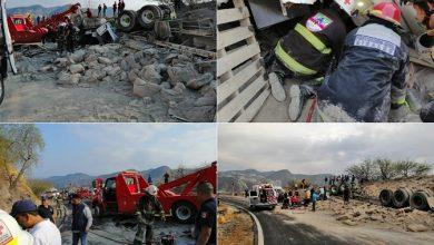 Photo of Vuelca tráiler cargado con cemento en carretera de Hidalgo