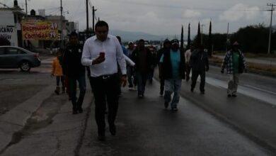Photo of Retienen habitantes de Ixmiquilpan a empleados de CFE