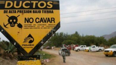 Photo of Personal militar ayuda durante la recuperación de hidrocarburo almacenado en ductos de Pemex