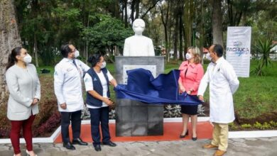 Photo of Alcaldesa de Pachuca devela busto en honor al personal médico