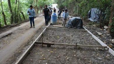 Photo of Supervisa alcalde Manolo Gutiérrez construcción de pavimento hidráulico