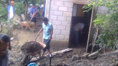Photo of Artemio Gutiérrez recorre zonas afectadas lluvias en Xochiatipan