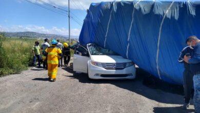 Photo of Pareja se salva de morir aplastada en carretera de Hidalgo