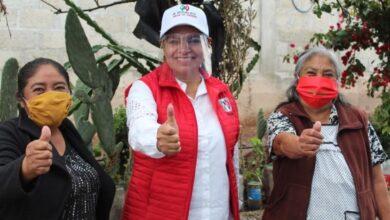 Photo of Lorena Gómez compartió con habitantes de Acayuca los 8 ejes de su programa de trabajo