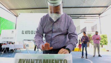 Photo of Julio Menchaca emite su voto para la elección de Presidente Municipal en Hidalgo