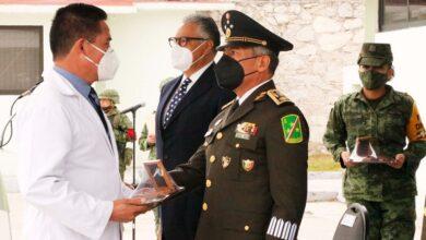 Photo of Personal médico del IMSS recibe condecoración por su heroísmo ante Covid 19