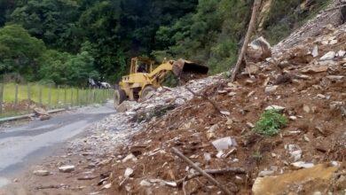 Photo of Realizan retiro de derrumbe en el municipio de Tepehuacán
